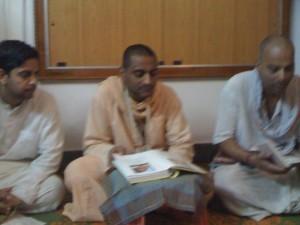 <h3> Evening Sadhusang at Srivaishnava devotees family house (02-Feb-2011)</h3>