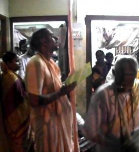 <h3> Evening arati lead by Shanta Maharaj</h3>