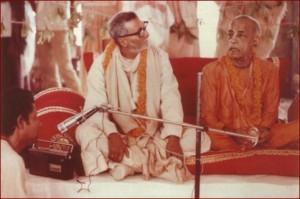 <h3> Sridhar Maharaja and Srila Prabhupada shared Vyas-asan: ISKCON Mayapur Inaguration - 17th March 1973</h3>
