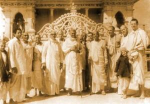 <h3> Srila Sridhar Maharaja and Srila Prabhupada</h3>