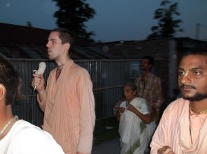 <h3> Sripad Bhakti Kamal Tyagi Maharaja leading Nagar Sankirtan</h3>