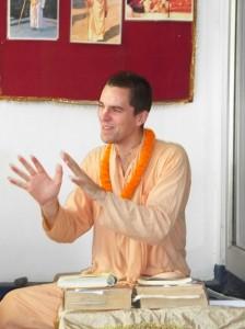 <h3> Sripad Bhakti Kamal Tyagi Maharaja speaking hari katha in natmandir</h3>