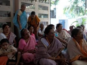 <h3> Devotees listening the hari katha</h3>