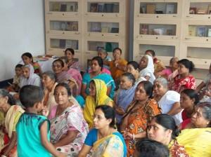 <h3> Locals listening the hari katha in the natmandir</h3>
