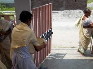 <h3> Pujari Prabhu taking the Mahaprasadam to the prasadam hall</h3>