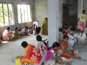 <h3> Locals honouring mahaprasadam</h3>