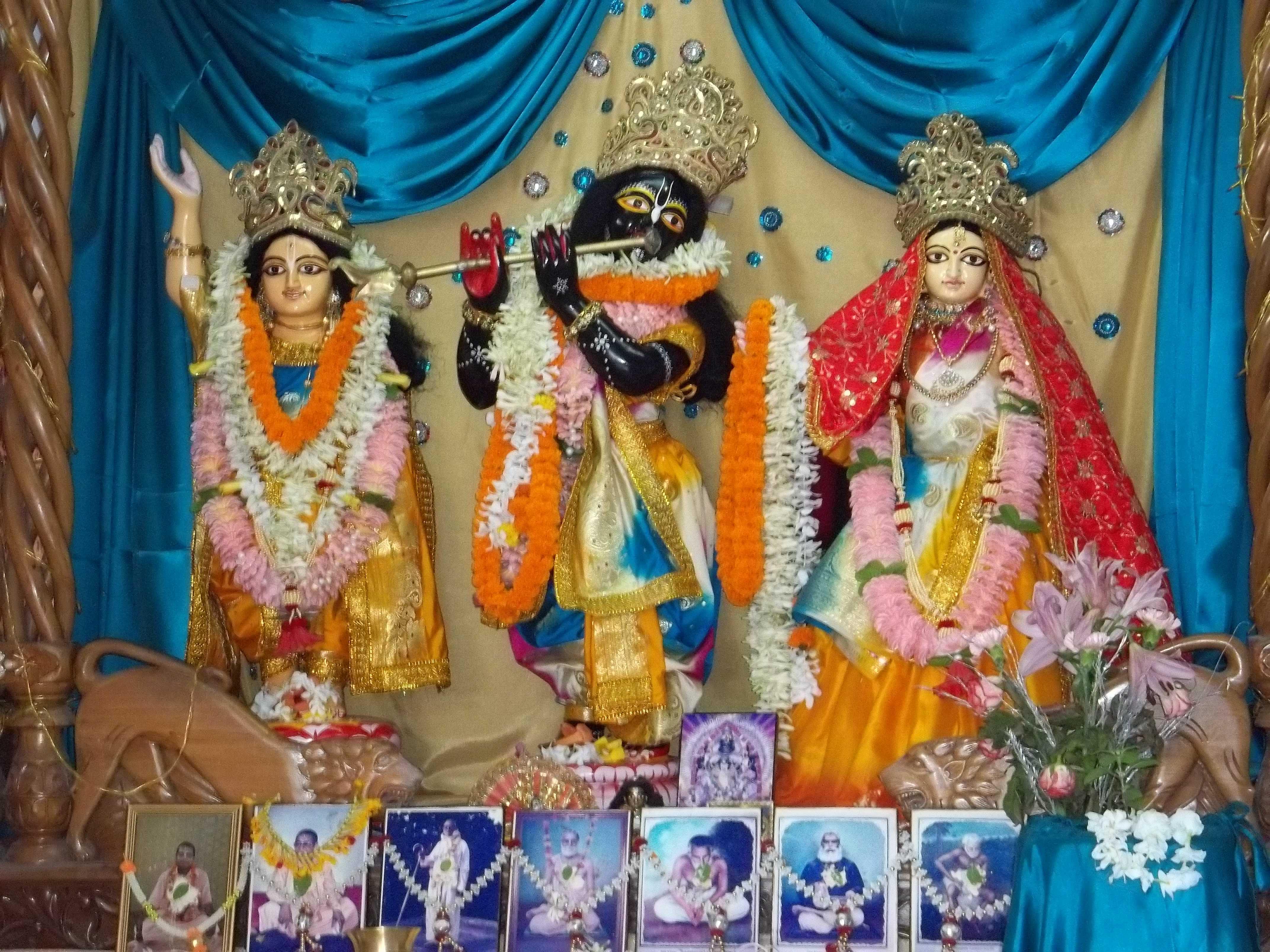 <h3> Sri Sri Guru Gauranga Gandharvika Govinda Sundar Jiu</h3>